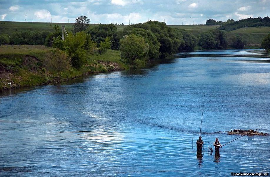 рыбалка рядом с рекой